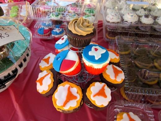 cupcakes at Austin Bakes for West